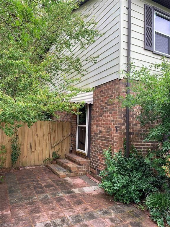 710 Sir Walter Cir, Virginia Beach, VA 23452 (#10381881) :: Berkshire Hathaway HomeServices Towne Realty