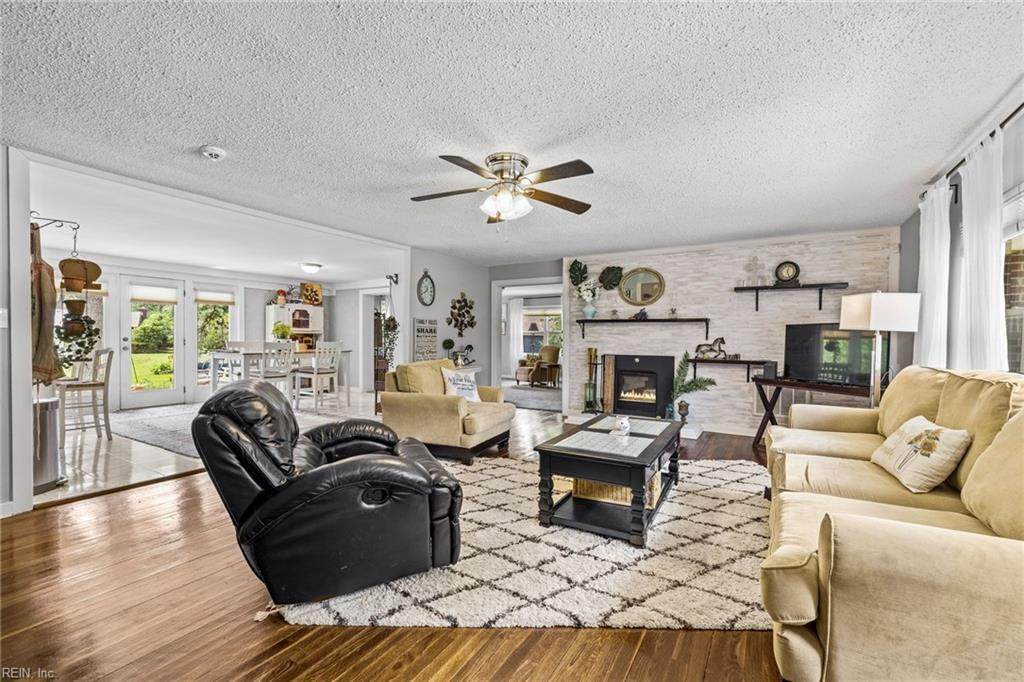 2205 Sterling Point Dr - Photo 1