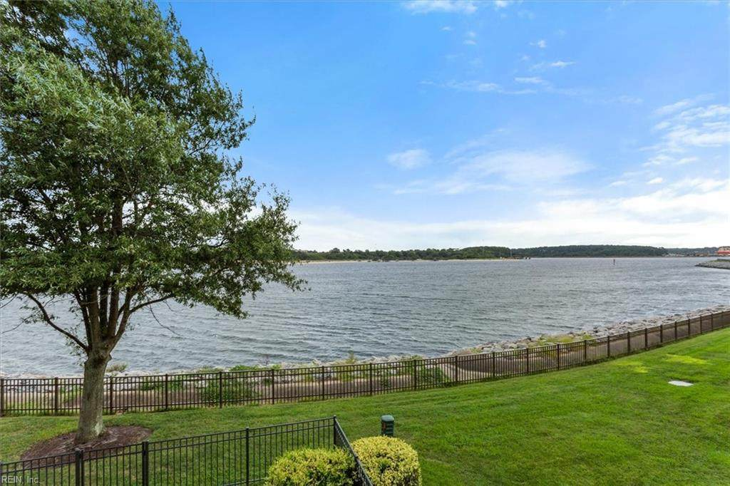9544 Bay Front Dr - Photo 1