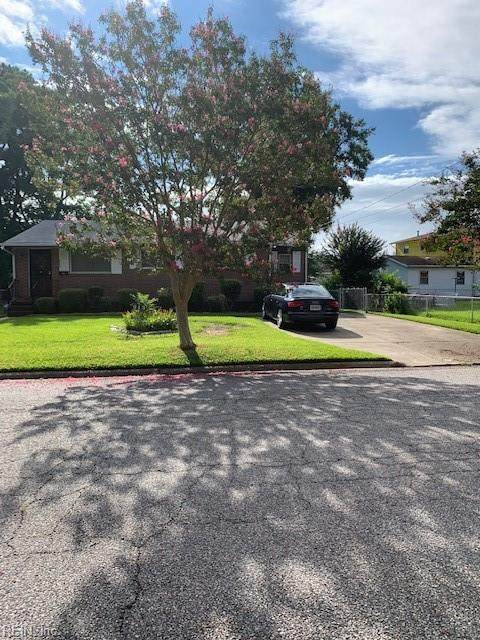 913 Clay St, Portsmouth, VA 23701 (#10399411) :: The Kris Weaver Real Estate Team