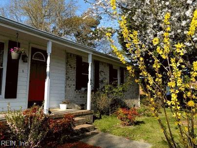4512 Regent Dr, Portsmouth, VA 23703 (MLS #10159091) :: Chantel Ray Real Estate