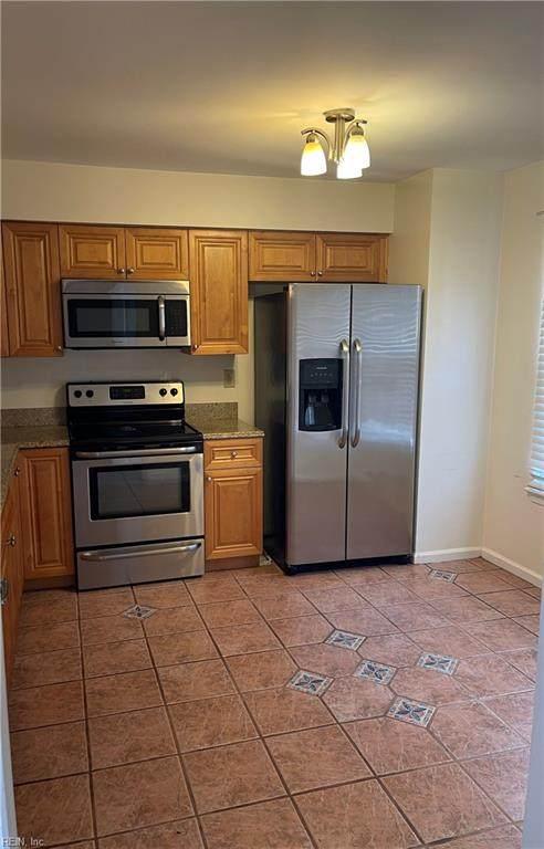 455 Greenview Dr, Virginia Beach, VA 23462 (#10396065) :: The Kris Weaver Real Estate Team