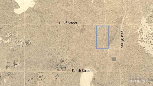1905 E 3rd Street, Silver Springs, NV 89429 (MLS #210003587) :: The Mike Wood Team