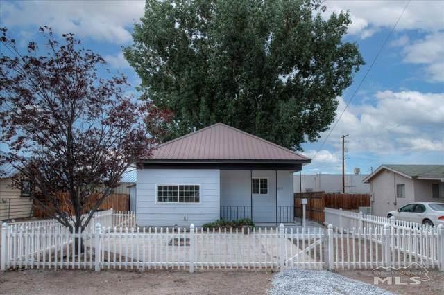 317 S Center, Yerington, NV 89447 (MLS #210009704) :: Theresa Nelson Real Estate