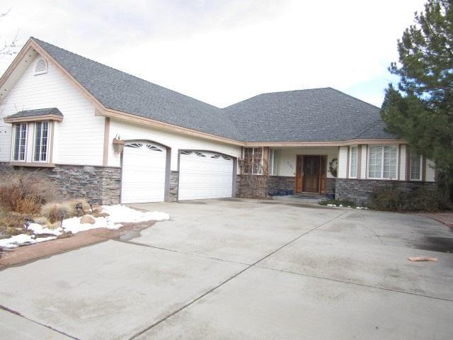 2185 Court Side Circle, Carson City, NV 89703 (MLS #190000809) :: NVGemme Real Estate