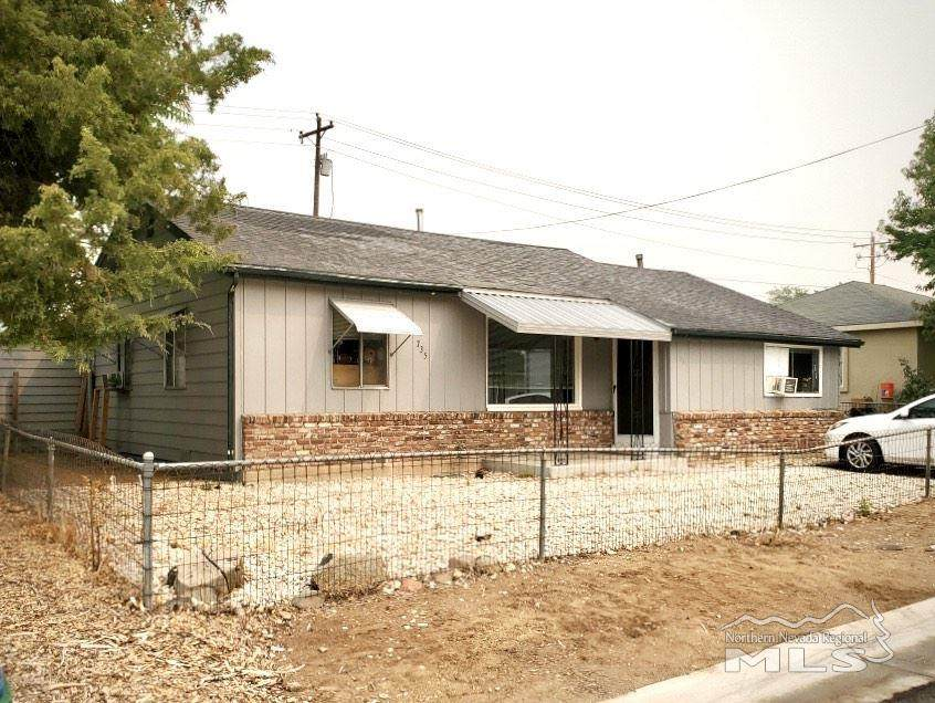 735 Maddux - Photo 1