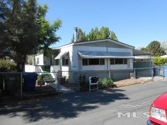 1379 Queens Ct, Gardnerville, NV 89410 (MLS #200013066) :: Chase International Real Estate