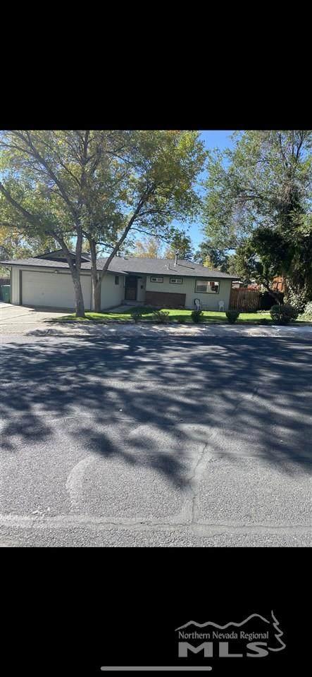924 Pyramid Way, Sparks, NV 89431 (MLS #200014704) :: NVGemme Real Estate