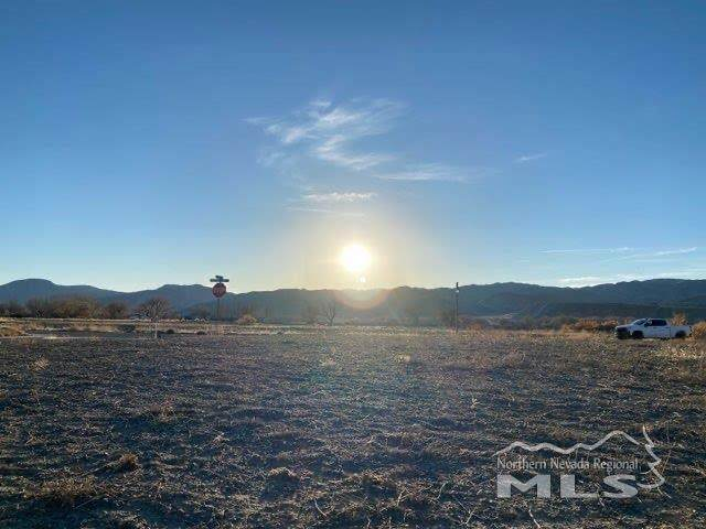 422 Seminole Drive, Yerington, NV 89447 (MLS #200017239) :: Vaulet Group Real Estate