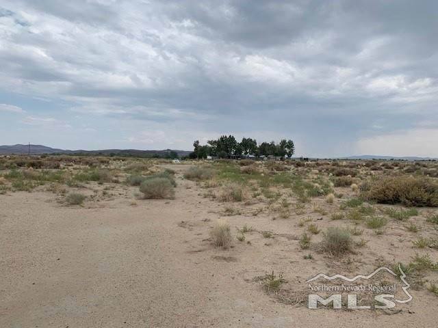 1775 Banner Ave, Silver Springs, NV 89429 (MLS #210011337) :: The Mike Wood Team
