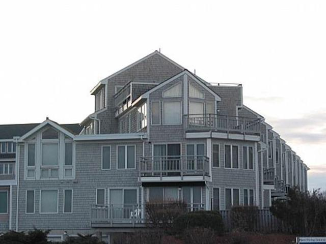 22 Oceanside Pl, Unit#32 #32, Narragansett, RI 02882 (MLS #1186185) :: The Martone Group