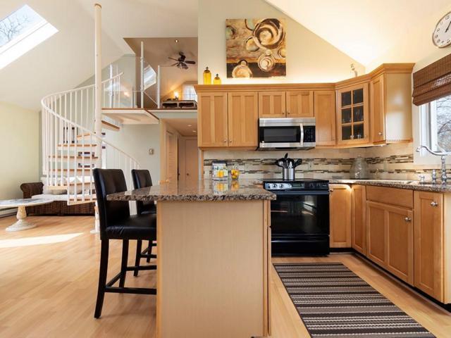 74 Bayberry Av, South Kingstown, RI 02879 (MLS #1218947) :: Welchman Real Estate Group | Keller Williams Luxury International Division