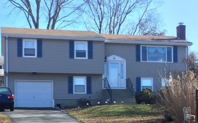 9 Osage Dr, Middletown, RI 02842 (MLS #1184113) :: Welchman Real Estate Group | Keller Williams Luxury International Division