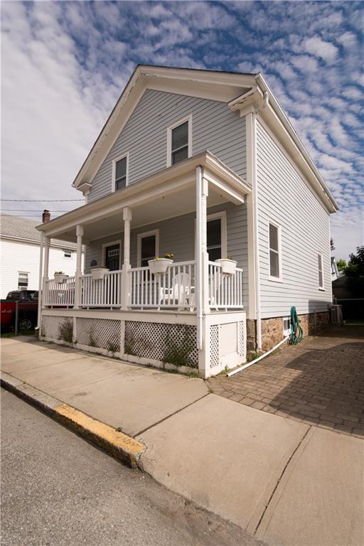 8 Lucas Av, Newport, RI 02840 (MLS #1193156) :: The Martone Group