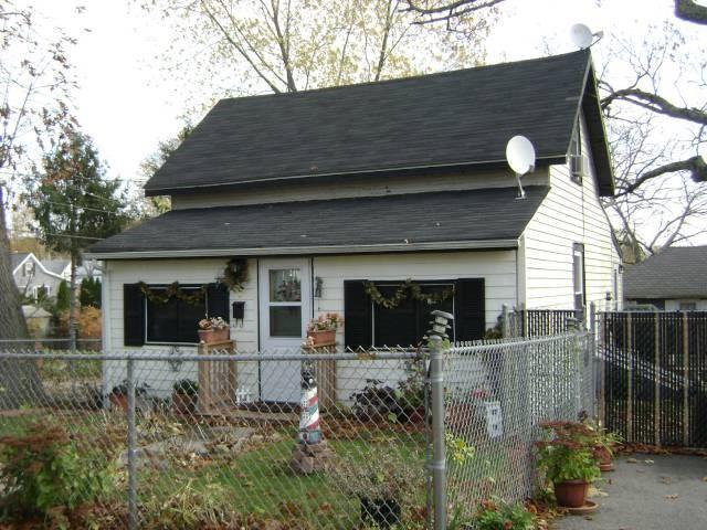 2 Forrest St, Warwick, RI 02889 (MLS #1205846) :: Welchman Real Estate Group | Keller Williams Luxury International Division