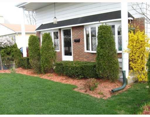 27 Clinton St, Johnston, RI 02919 (MLS #1212151) :: Welchman Real Estate Group | Keller Williams Luxury International Division