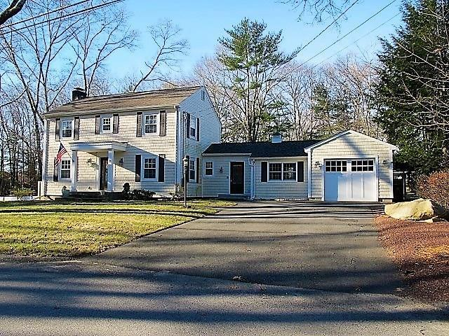 15 Maplecrest Dr, Smithfield, RI 02828 (MLS #1212614) :: The Martone Group