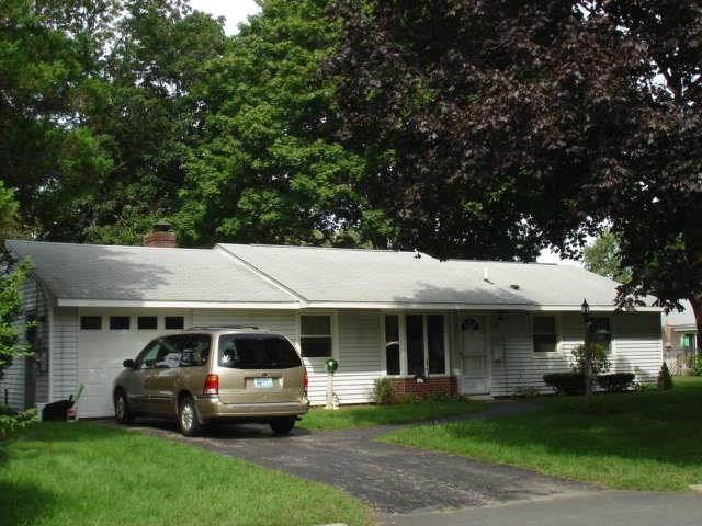 17 Gloucester St, Warwick, RI 02886 (MLS #1218174) :: Welchman Real Estate Group | Keller Williams Luxury International Division
