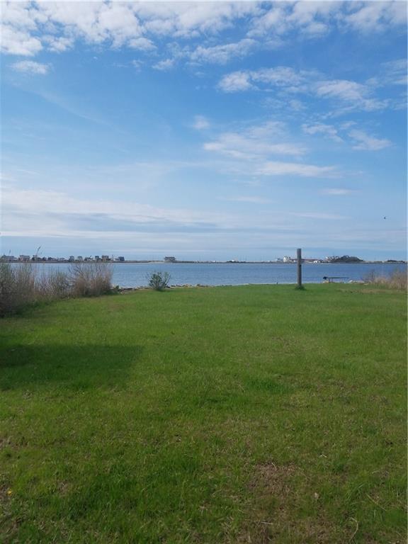 30 Harbor Dr, Westerly, RI 02891 (MLS #1222930) :: Welchman Real Estate Group | Keller Williams Luxury International Division