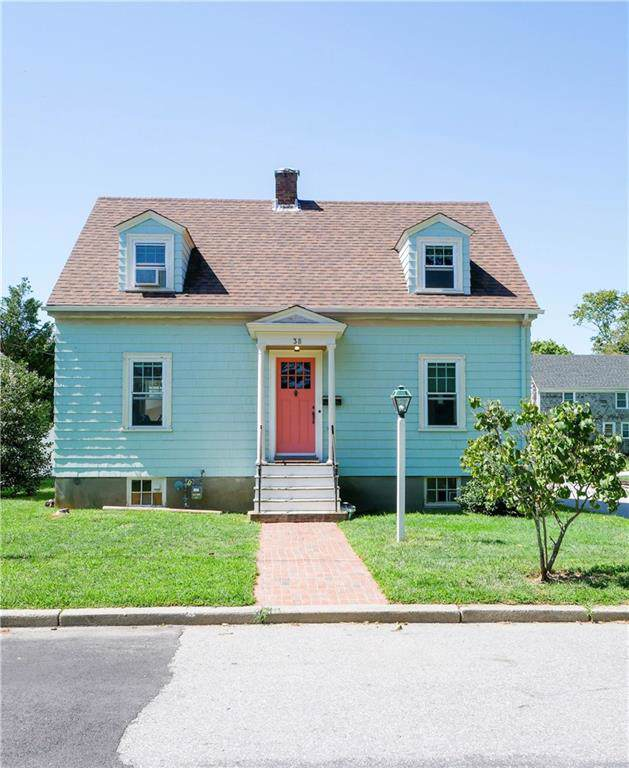 38 Hilltop Avenue, Middletown, RI 02842 (MLS #1233778) :: Welchman Torrey Real Estate Group