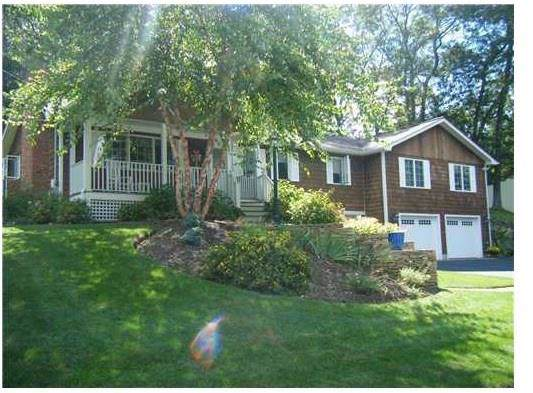 124 Maplewood Drive, East Greenwich, RI 02818 (MLS #1235397) :: RE/MAX Town & Country