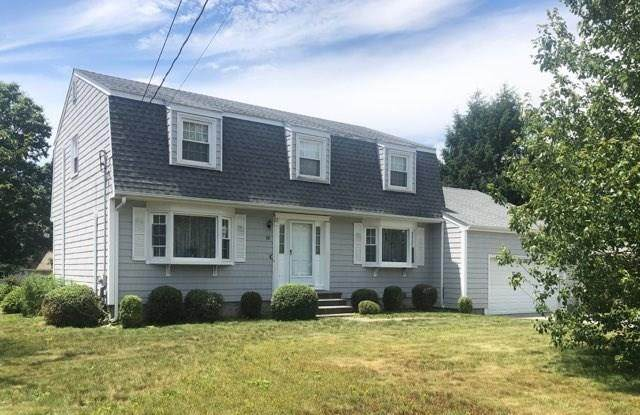 88 Pear Street, Portsmouth, RI 02871 (MLS #1257740) :: Welchman Real Estate Group