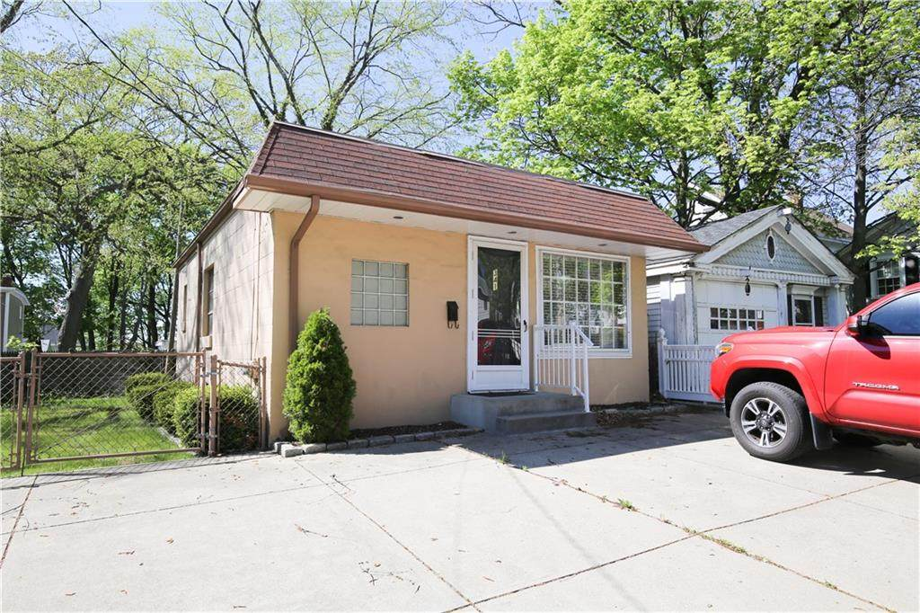 341 Pawtucket Avenue - Photo 1