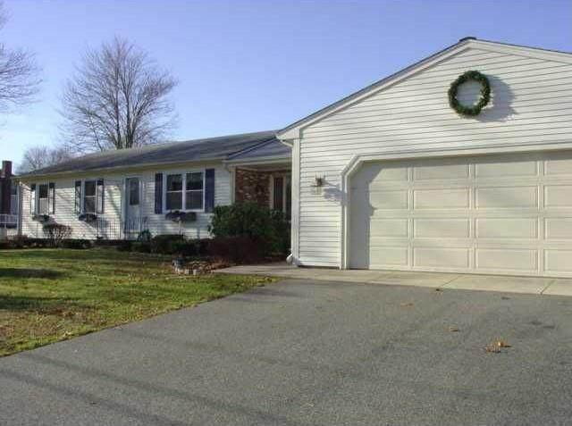 142 Sun Valley Drive, Cumberland, RI 02864 (MLS #1289753) :: The Martone Group