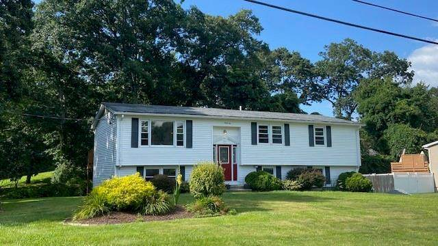 42 Circledale Drive, Cumberland, RI 02864 (MLS #1289763) :: The Martone Group
