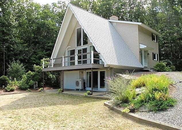 105 Quaker Lane, Scituate, RI 02857 (MLS #1204462) :: Welchman Real Estate Group | Keller Williams Luxury International Division