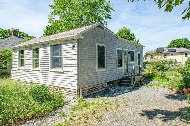 27 Pleasant Street, Barrington, RI 02806 (MLS #1294436) :: The Martone Group
