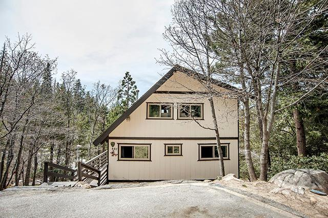 887 Rhine Rd Road, Lake Arrowhead, CA 92352 (#2180611) :: Angelique Koster