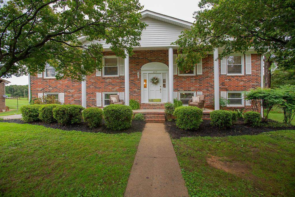 1007 Brentwood - Photo 1