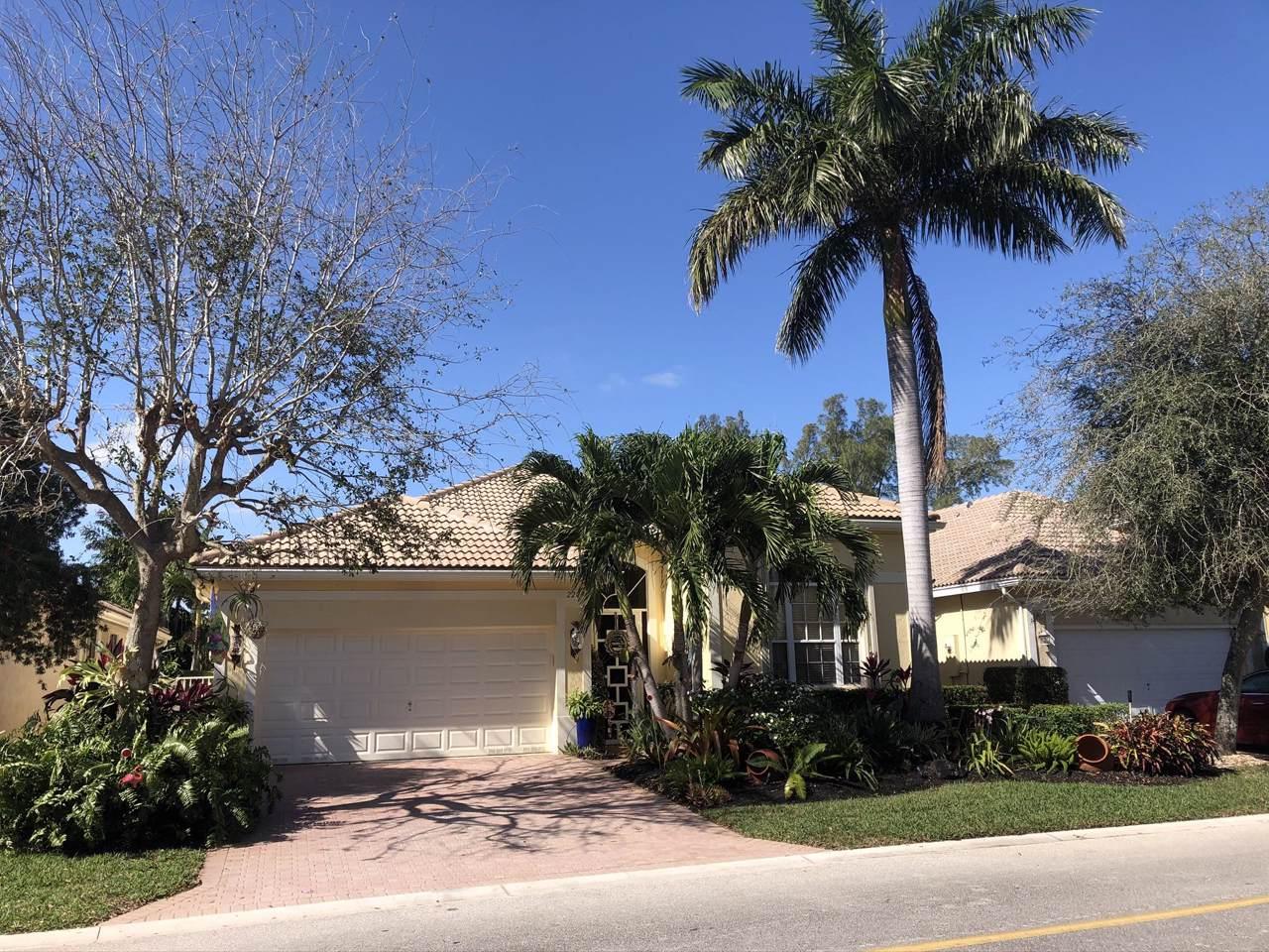 220 Palm Circle - Photo 1