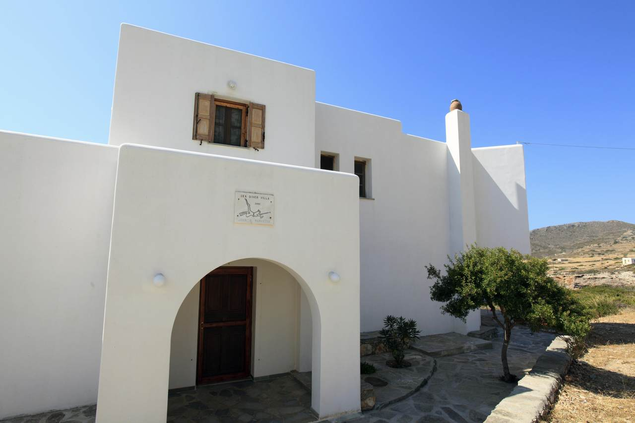 3 Sikinos, Allopronia, Greece - Photo 1