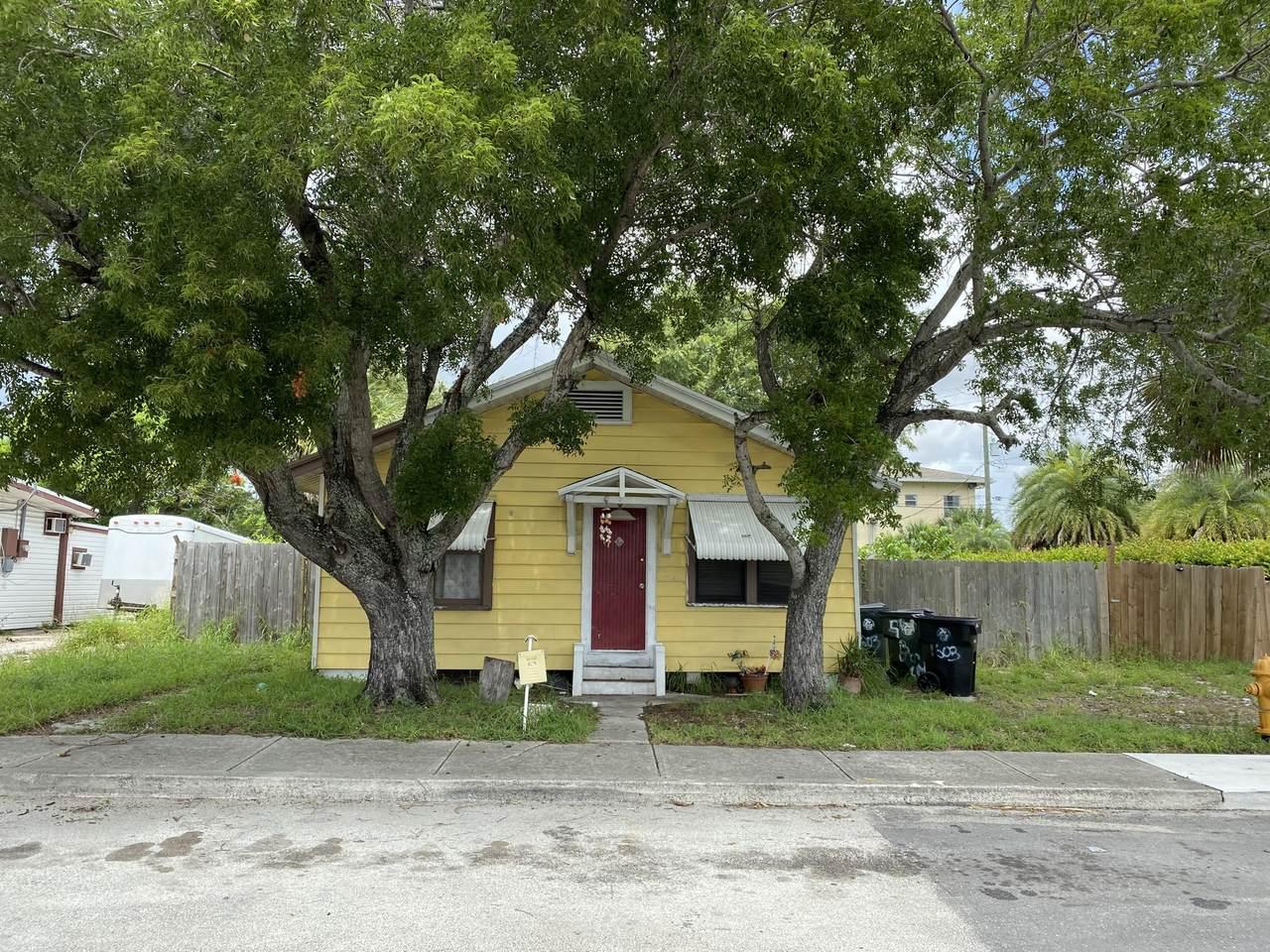 1603 N Street - Photo 1
