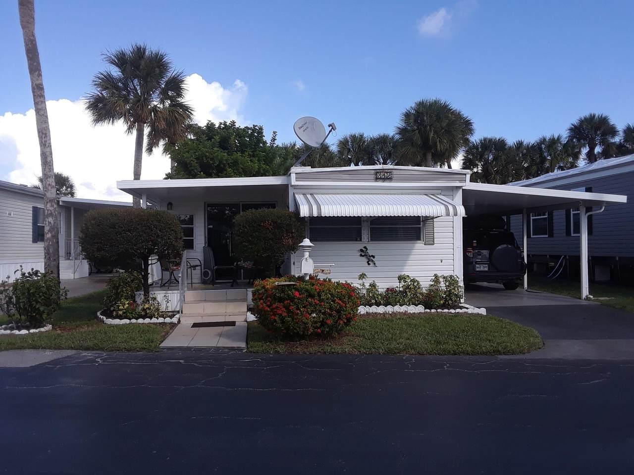 312 Hibiscus Drive - Photo 1