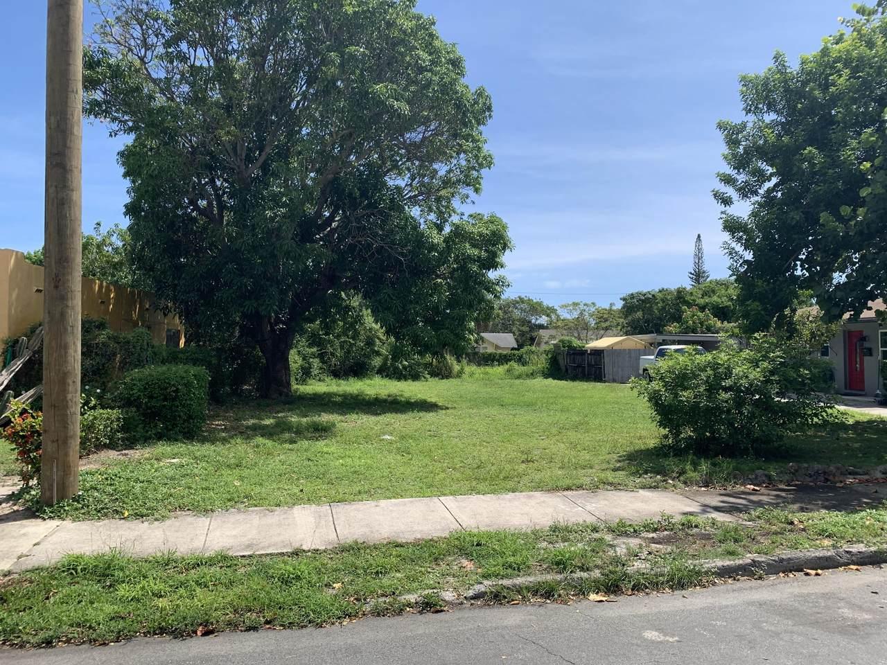 3301 Greenwood Avenue - Photo 1