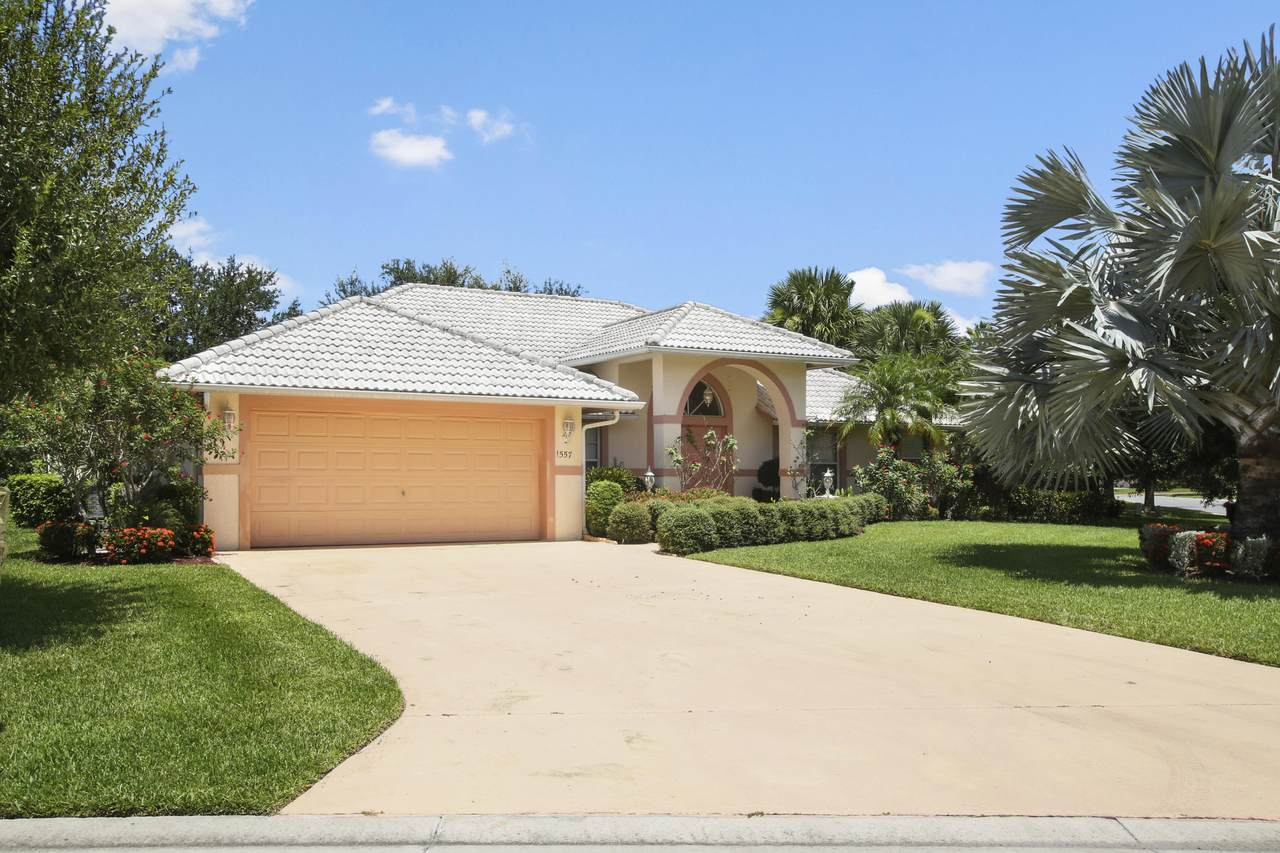 1557 Mockingbird Circle - Photo 1