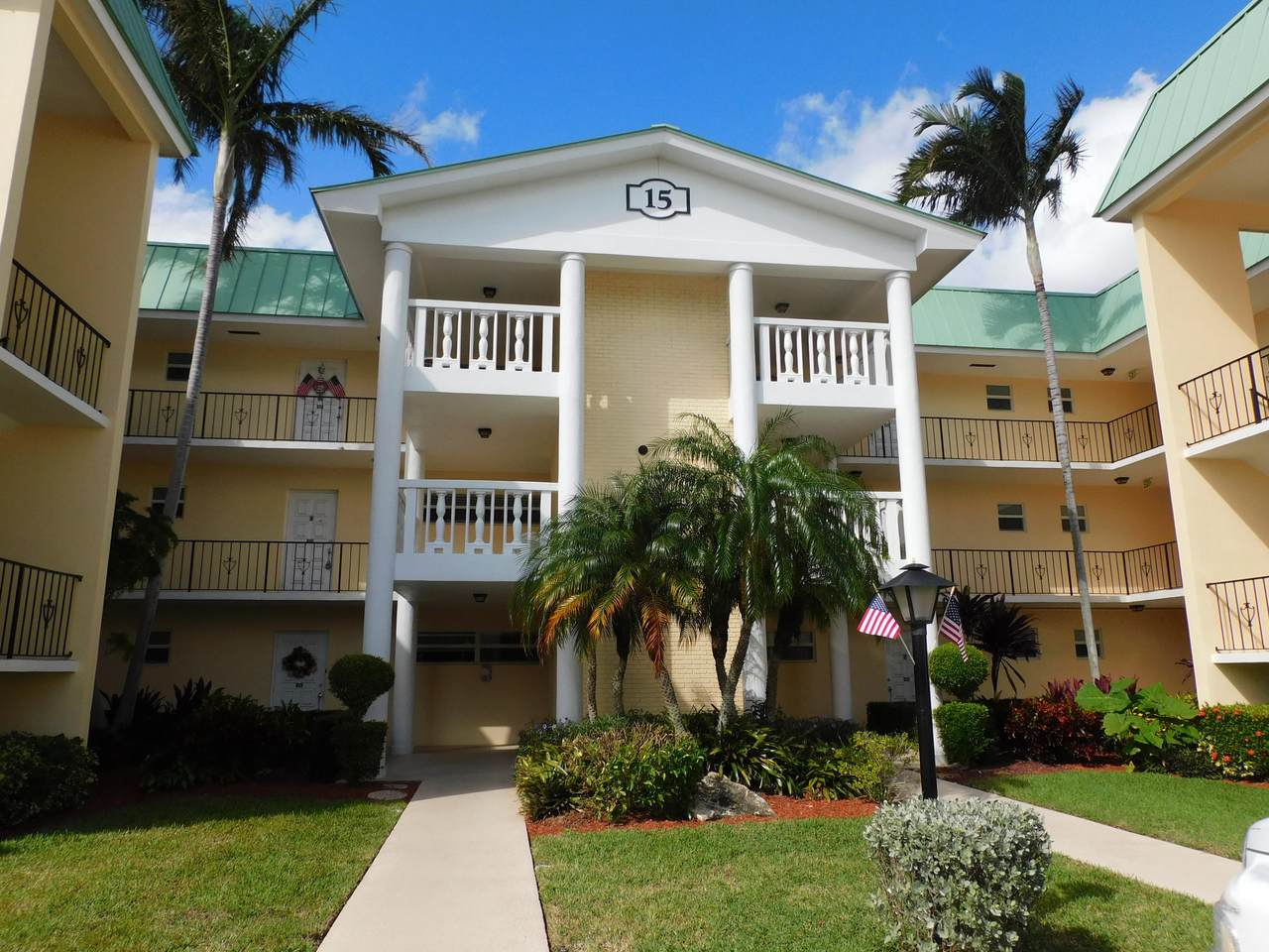 15 Colonial Club Drive - Photo 1