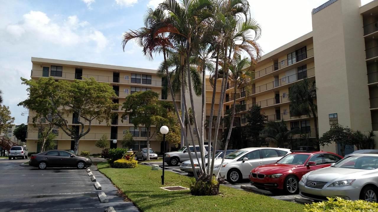 12 Royal Palm Way - Photo 1