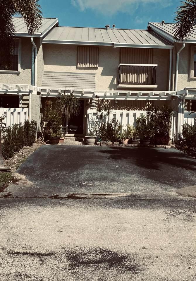 717 12th Ter 3 Terrace - Photo 1