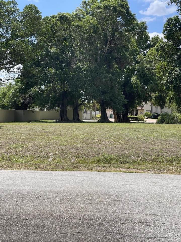 901 Elyse Circle - Photo 1