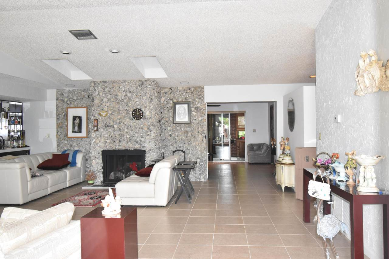 5909 71st Terrace - Photo 1