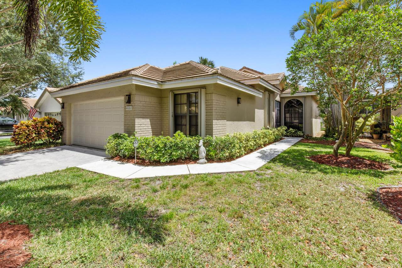 4880 Sherwood Forest Drive - Photo 1