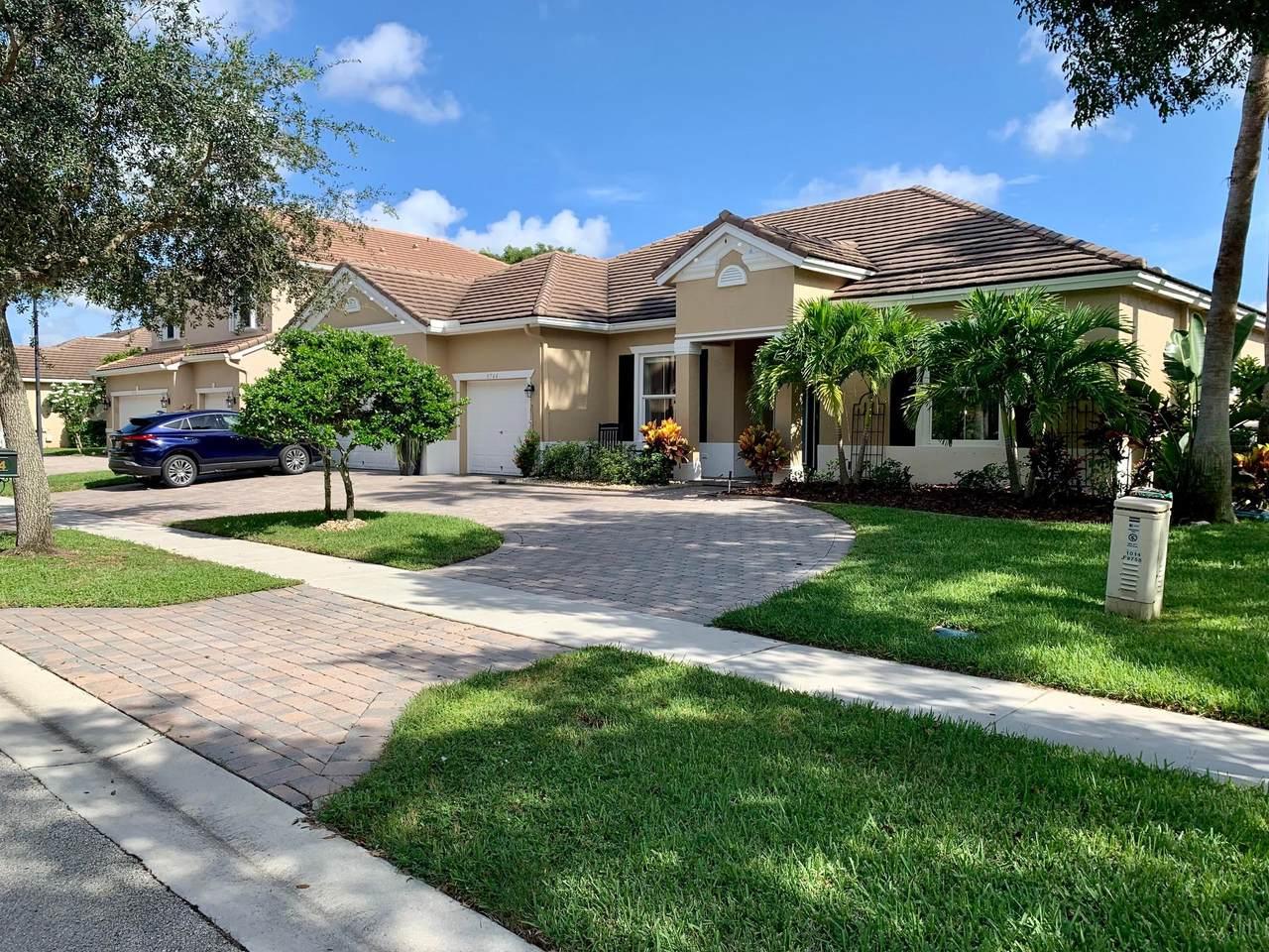9744 Savannah Estates Drive - Photo 1
