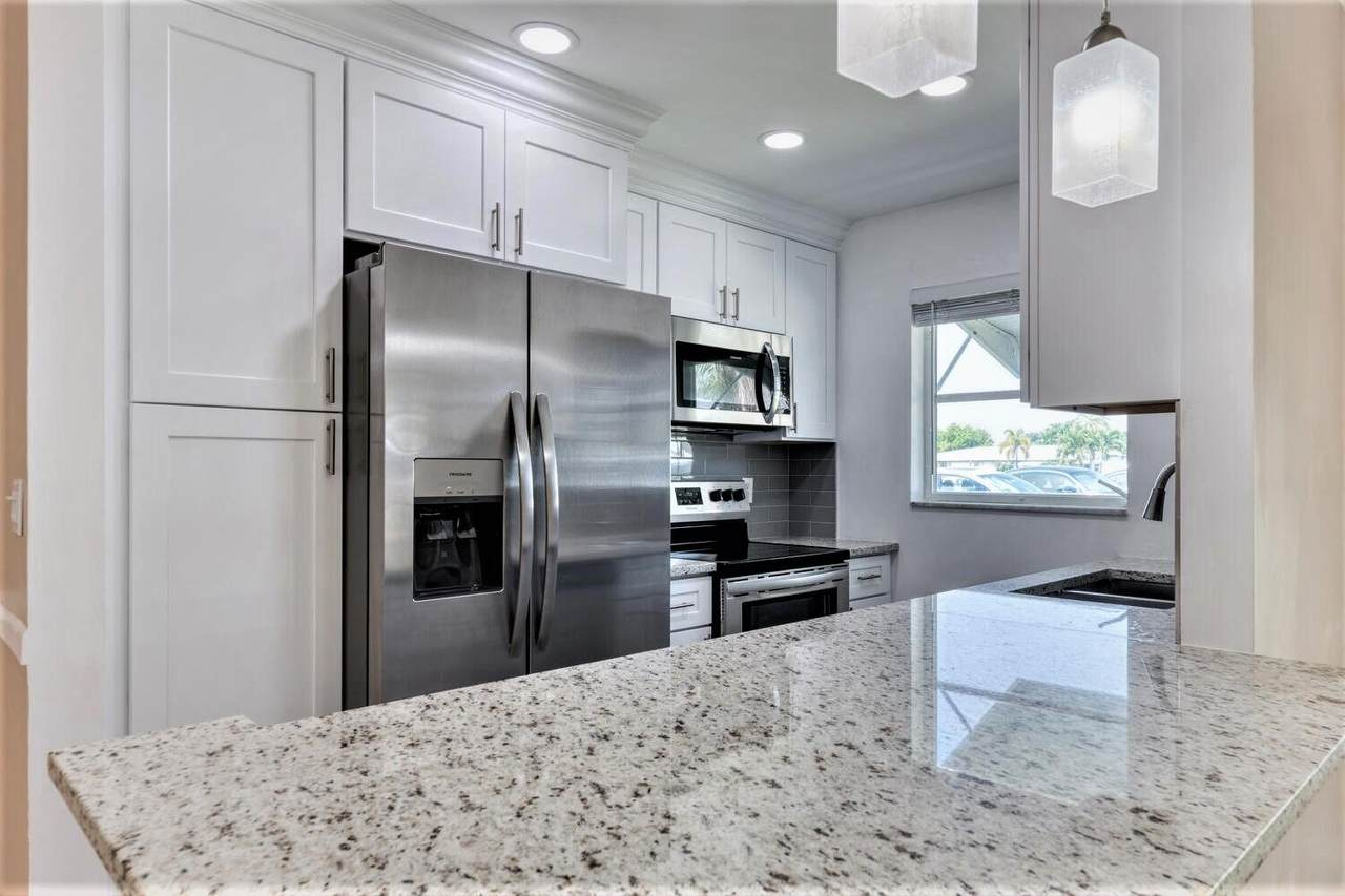 787 High Point Drive West - Photo 1