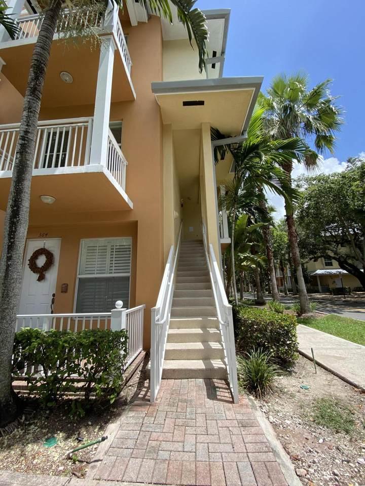 366 13th Terrace - Photo 1