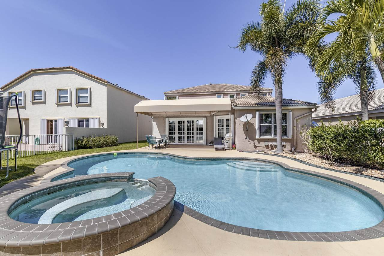 7276 Copperfield Circle - Photo 1