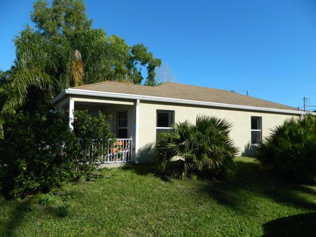 5051 SE Kingfish Avenue, Stuart, FL 34997 (#RX-10407173) :: The Carl Rizzuto Sales Team